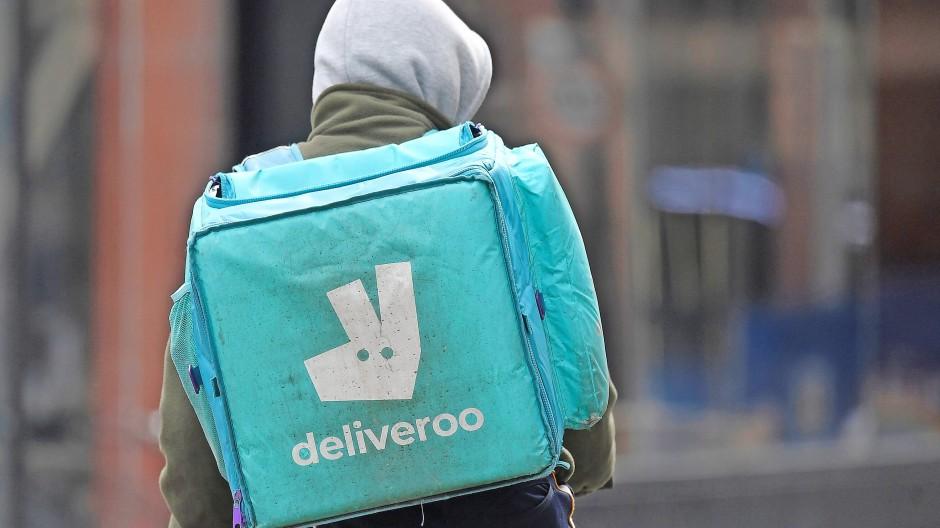 Kommt vielleicht auf den Mindestlohn: Fahrer von Deliveroo in London