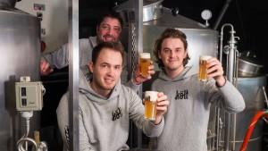 Ein Bier als Mittel gegen die rheinische Rivalität