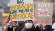 """Diskriminierung zählt nur im Plural: Beate Hausbichlers Buch """"Der verkaufte Feminismus"""""""
