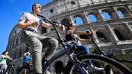 Italien macht es kompliziert: Es gibt für die Bewohner von Städten mit mehr als 50.000 Einwohnern einen Zuschuss von 60 Prozent, bis zu 500 Euro, beim Kauf eines Fahrrads oder Elektrorollers.