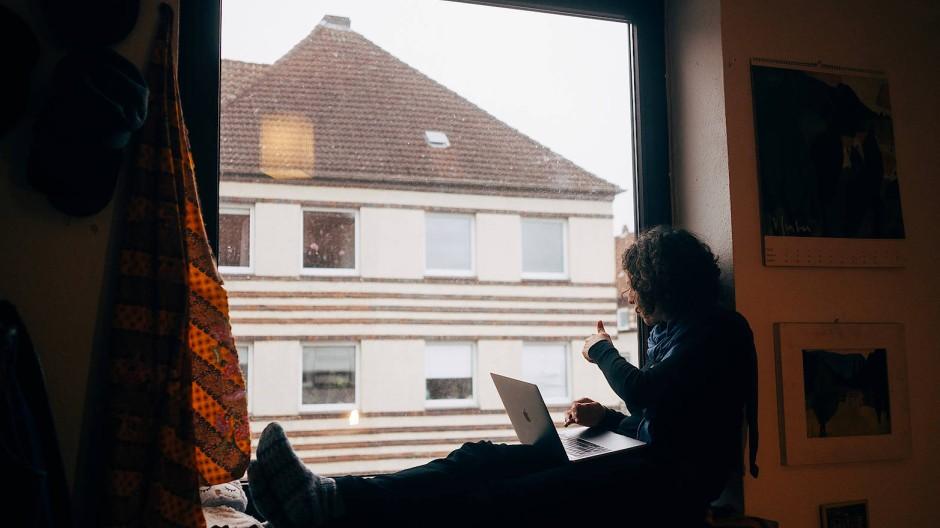 Immer nur zu Hause: Gerade für junge Menschen ist die Isolation oft schwierig.