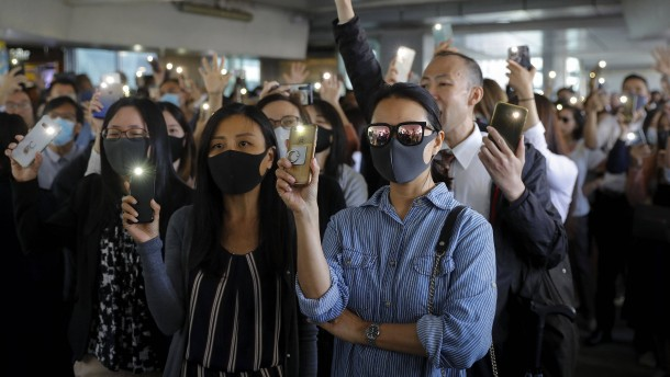 Whatsapp setzt Kooperation mit Hongkonger Behörden aus