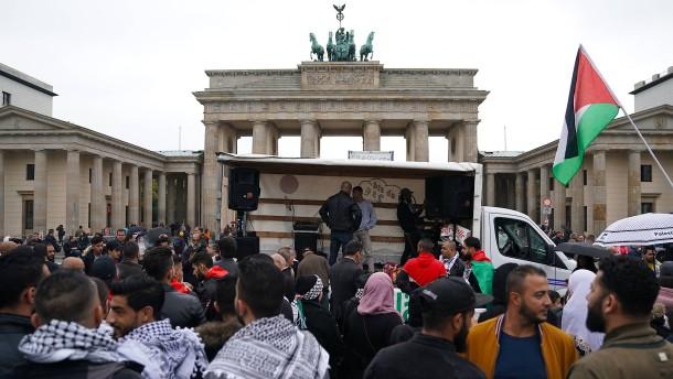 Berlin verbietet Auftritt antisemitischer Rapper