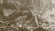Schäden durch einen Bombenangriff auf Paris im März 1918.
