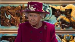Die Queen kündigt ihrem BH-Lieferanten