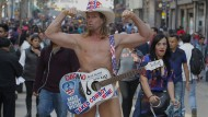 """""""Naked Cowboy"""" singt Loblieder auf Trump"""