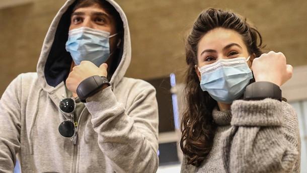 Wer ungeimpft einreist, darf elektronisch überwacht werden