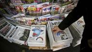 Spanische Zeitungen am Tag nach der Wahl