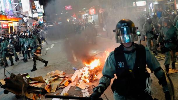 Polizei benutzt Tränengas gegen Demonstranten