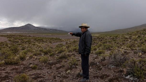 Aschewolke über benachbartem Bolivien