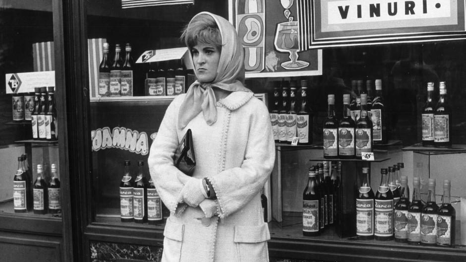 Rumänische Geschichte des zwanzigsten Jahrhunderts im Spiegel bürgerlichen Daseins: Ladenszene in Bukarest, 1972