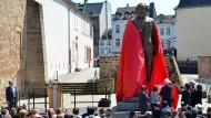 Der berühmteste Sohn Triers als Bronzestatue, 2,3 Tonnen schwer und 4,40 Meter hoch