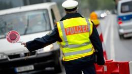 Geisterfahrer fährt Polizei davon –  Autofahrer übersieht Radler