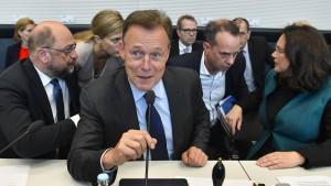 Oppermann hält große Koalition für möglich - wenn Merkel geht