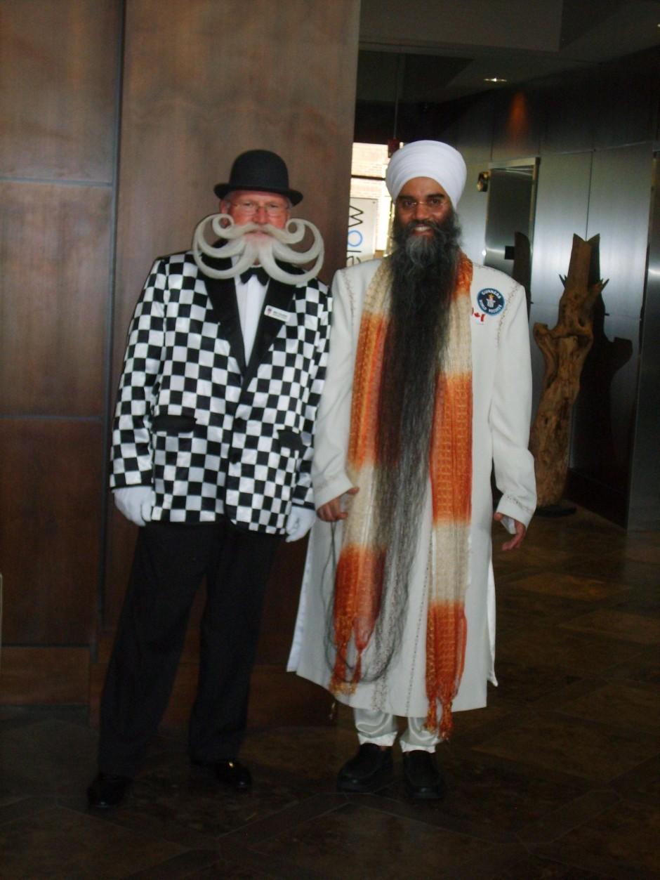 Bartträger unter sich: Chevalier und Sarwan Singh, der Mann mit dem längsten Bart der Welt