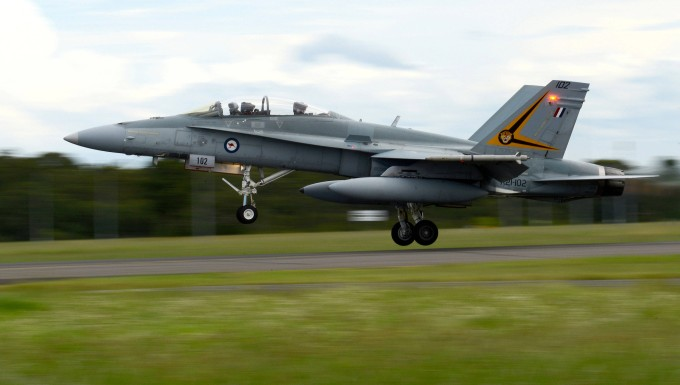 Ein Kampfflugzeug des Typs F-18A Hornet der australischen Luftwaffe bei einer Übung in New South Wales