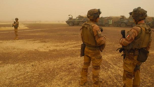 Frankreich erhöht Druck auf Militärjunta in Mali