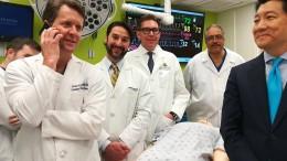 Ärzte transplantieren erstmals Penis und Hodensack