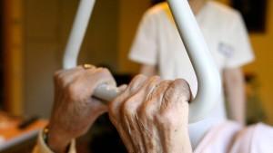Die private Pflegeversicherung ist fragwürdig und teuer