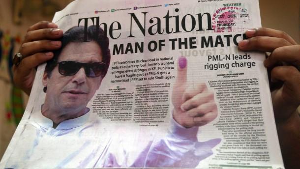 Imran Khan erklärt sich zum Wahlsieger