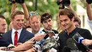 """Federer: """"Beine tun weh und Rücken ist steif"""""""