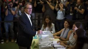 Separatisten gewinnen laut Hochrechnungen absolute Mehrheit