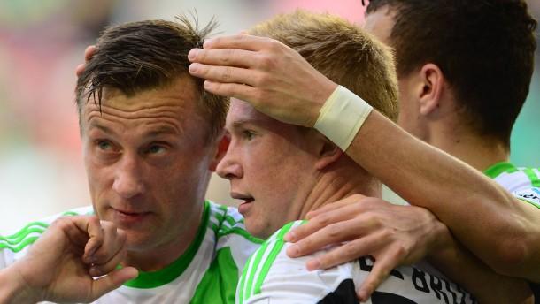 Wolfsburg setzt Leverkusen unter Druck