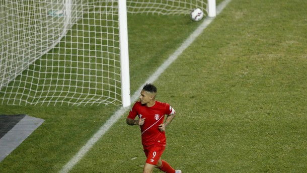 Guerrero schießt Peru mit Hattrick ins Halbfinale