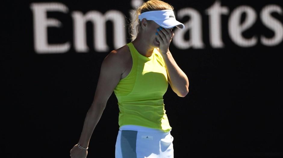 Das war knapp: Die aktuelle WTA-Weltmeisterin Caroline Wozniacki muss zwei Matchbälle abwehren, um in die zweite Runde einzuziehen.