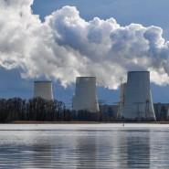 Das Ende der Kohle ist beschlossen: Wasserdampf steigt aus den Kühltürmen des Braunkohlekraftwerkes Jänschwalde der LEAG (Lausitz Energie Bergbau AG).