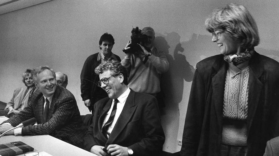 Da war die Stimmung noch gut: Rechts Margarethe Nimsch (Die Grünen) mit Volker Hauff und Martin Wentz (beide SPD)