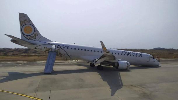 Pilot landet Flugzeug ohne Vorderreifen in Burma