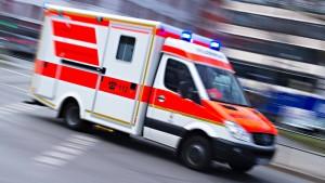 Zwölfjähriger nach Sturz durch Schuldach lebensgefährlich verletzt