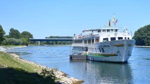 Kreuzfahrtschiffe stoßen auf Main zusammen