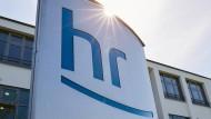 """Den Mitarbeitern des Hessischen Rundfunks wurde bei einer Betriebsversammlung die Vorschläge einer sogenannten """"Portfoliogruppe"""" präsentiert: HR2-Kultur soll zu einer reinen Hörfunkwelle für klassische Musik werden."""