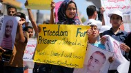 Palästinensische Demonstranten protestieren in Gaza-Stadt für Mohammad El Halabi, einen Projektleiter der Hilfsorganisation World Vision.