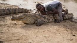 Dieses Dorf lebt mit Krokodilen zusammen