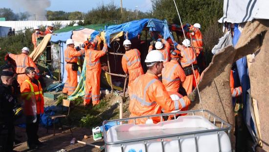 Behörden setzen Abriss von Lager bei Calais fort
