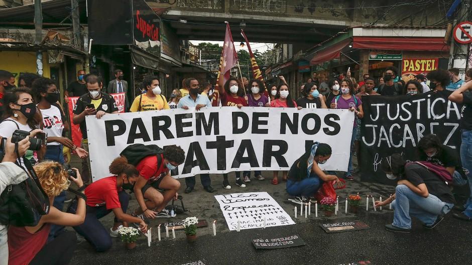 """""""Hört auf uns zu töten"""": Proteste nach dem Polizeieinsatz in Rio de Janeiro"""
