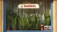 Rettet die Kiezkneipe, so heißt eine Bürgerinitiative, gesponsert von einer Berliner Brauerei. Als ob da noch etwas zu retten wäre.