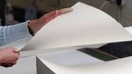 Echtes Büttenpapier in der Sortierung