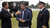 Außenminister Sigmar Gabriel beim Besuch eines Marinestützpunkts in Mecklenburg-Vorpommern