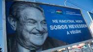 """Orbáns Feindbild:  Anti-Soros-Plakat der ungarischen Regierungspartei mit der Aufschrift: """"Lassen wir es nicht zu, dass Soros zuletzt lacht!"""""""