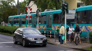 Frau wird in Frankfurt von U-Bahn erfasst