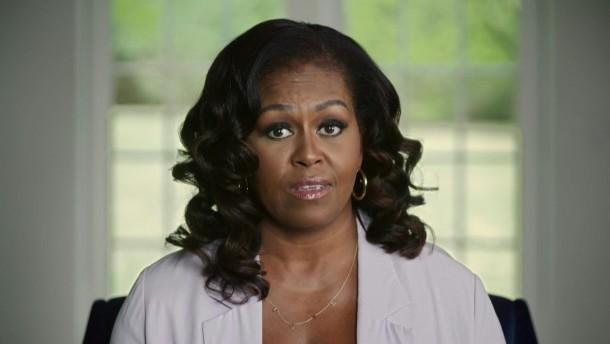 """Michelle Obama kritisiert Trump in Video-Botschaft als """"rassistisch"""""""