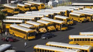 CIA vergisst Sprengstoff in Schulbus