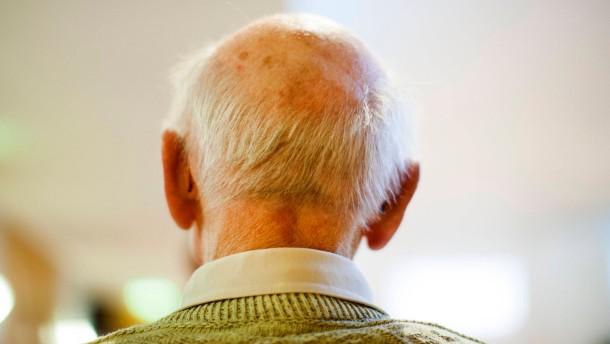 DGB und Arbeitgeber zanken über Rentenbeiträge