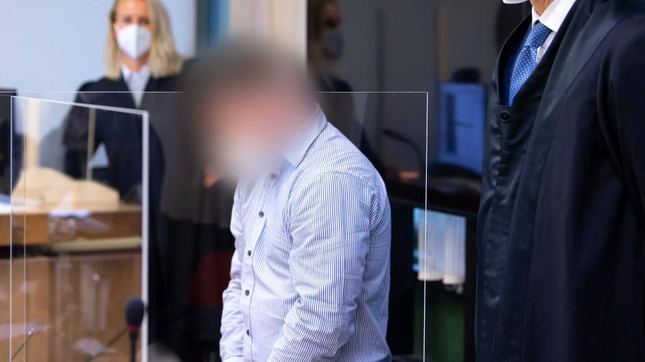 Wegen Mordes und vierfachen Mordversuchs wurde ein 35-Jähriger in München verurteilt. Er war mit dem Auto vor einer Polizeikontrolle geflohen.