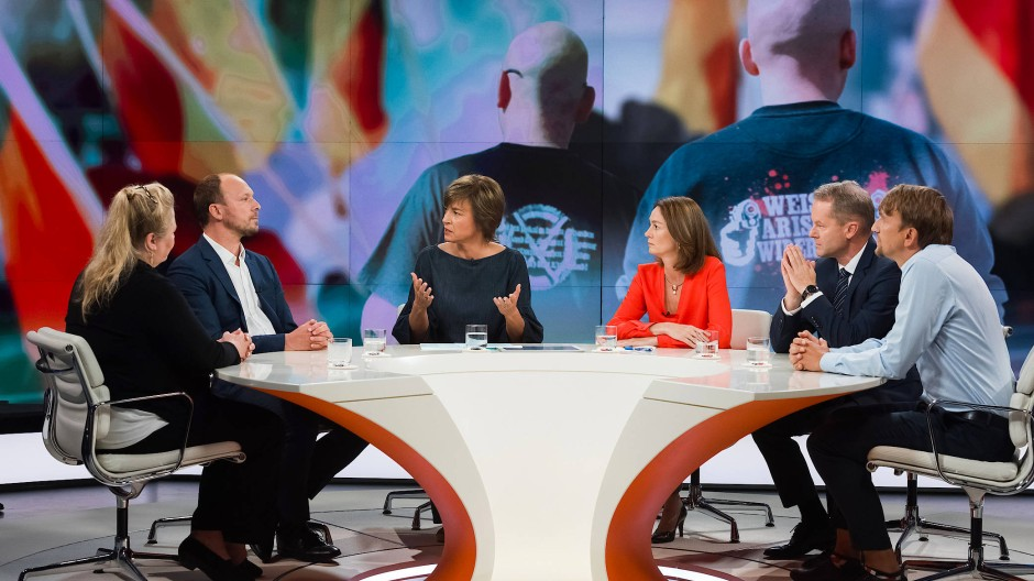 Reden über rechts: Maybrit Illner mit ihren Gästen Antje Hermenau, Marco Wanderwitz, Maybrit Illner, Katarina Barley, Matthias Manthei, Michael Nattke