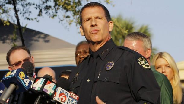 """Orlandos Polizeichef: Attentäter wirkte """"cool und ruhig"""""""
